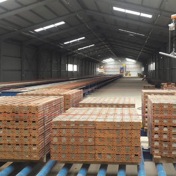Beams stacking, palletizing and strapping